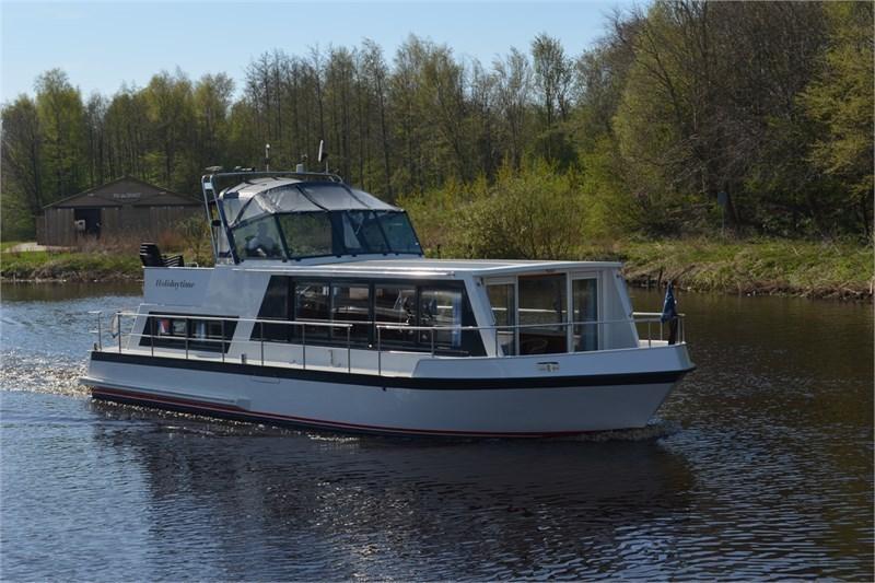 Safari Houseboat 1200