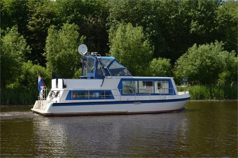 Safari Houseboat 1050